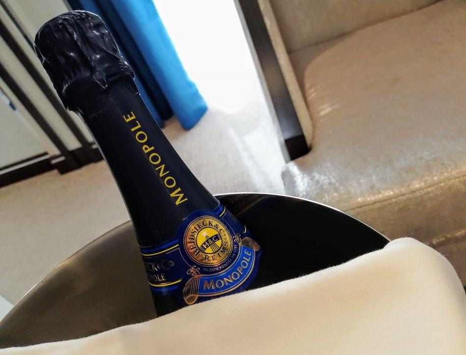 Welcome aboard Champagne on Seven Seas Splendor