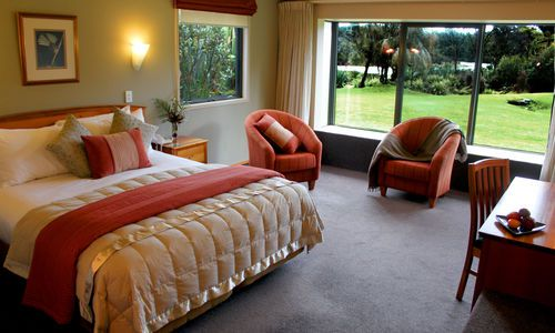 Wilderness Lodge Lake Moeraki Rainforest Room