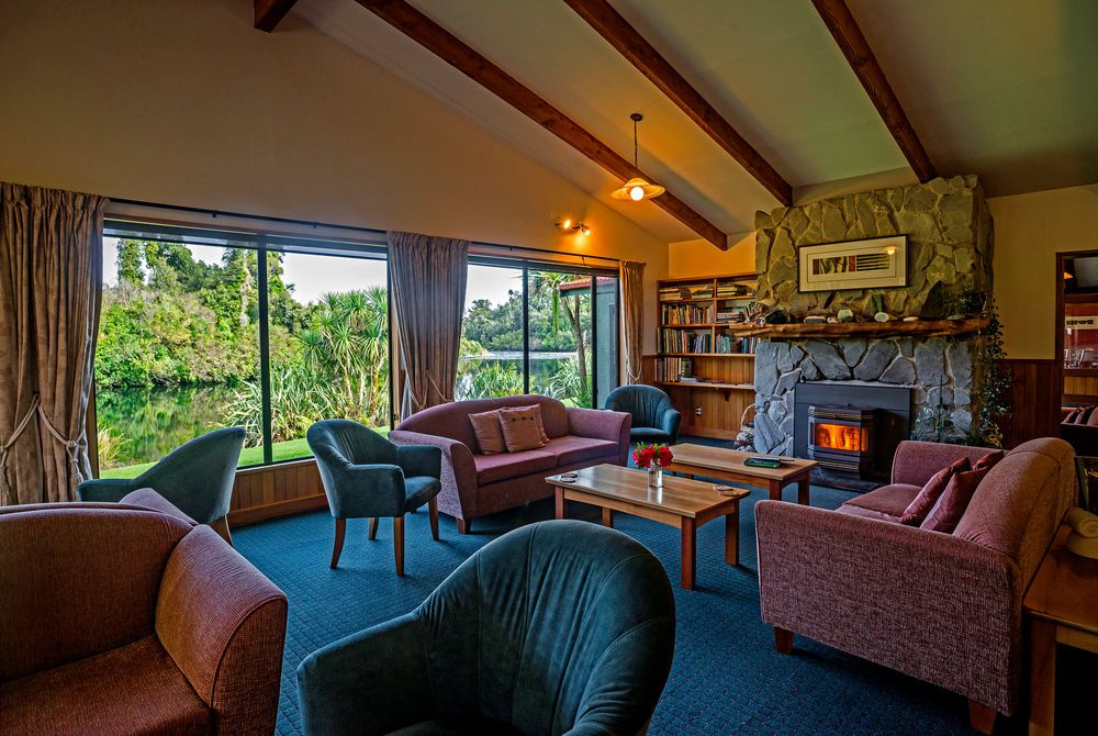 Wilderness Lodge lounge, New Zealand
