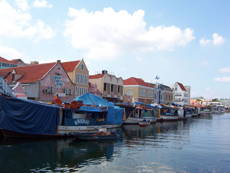 CURACAO - FLOATING MARKET