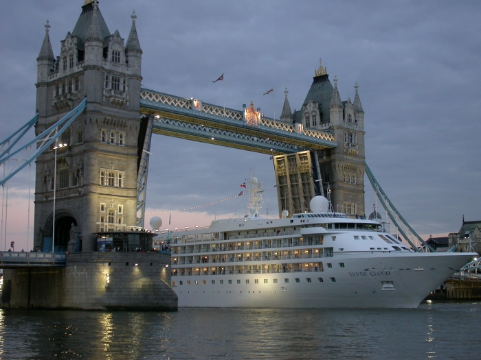 Silver Cloud at Tower Bridge