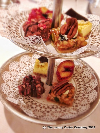 Petit Fours - Silver Cloud