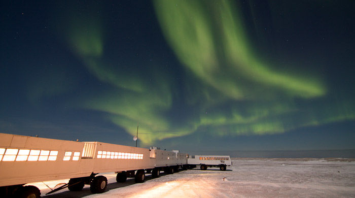 Tundra Buggy and the Northern Lights - image courtesy of Simon Gee