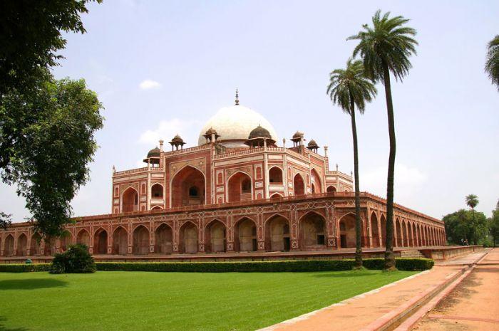Mughal tomb