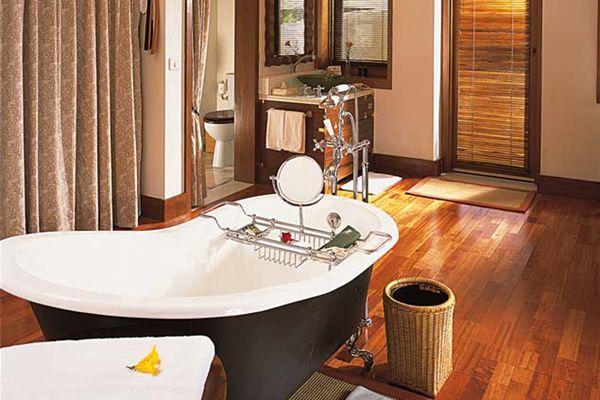 The Oberoi Vanyavilas, Bathroom