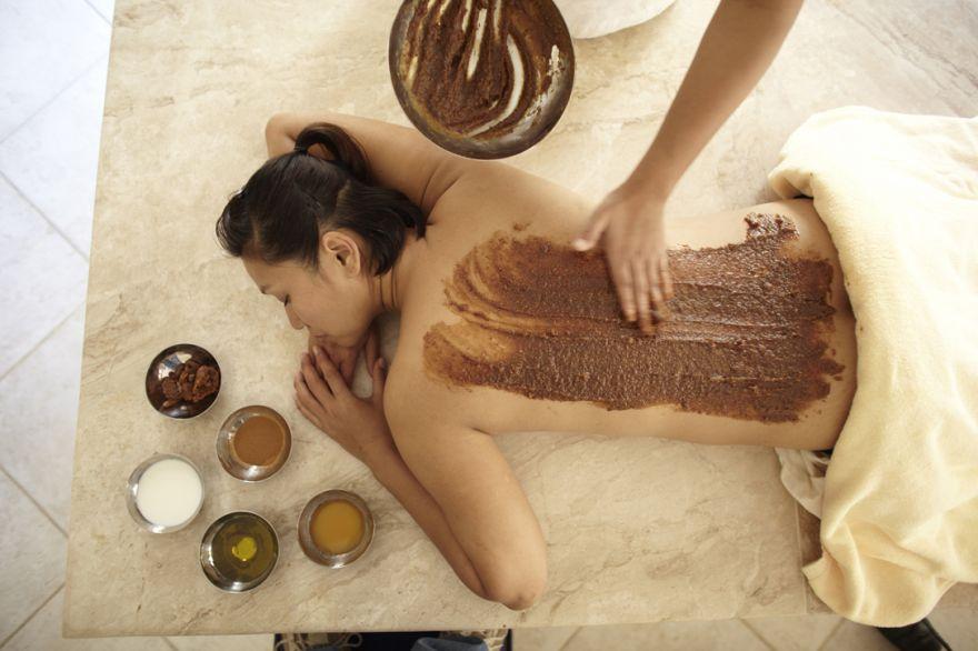 Honey & date detox wrap, Evason Ma�In Hot Springs, Jordan