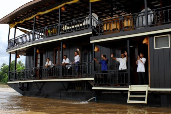 Vat Phou boat