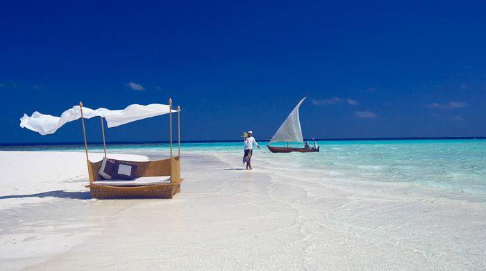 Sandbank dining, Baros Maldives