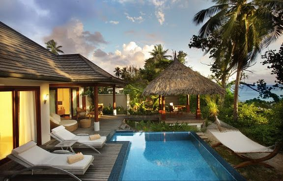 Deluxe Beach Front Villa with pool
