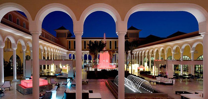 Courtyard at the Gran Meliá Palacio de Isora