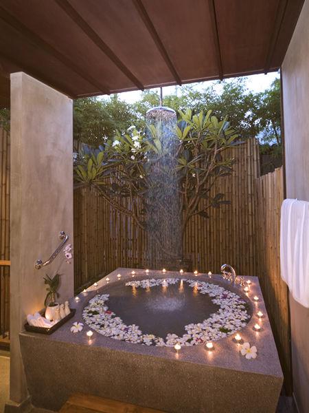 Akyra bathtub