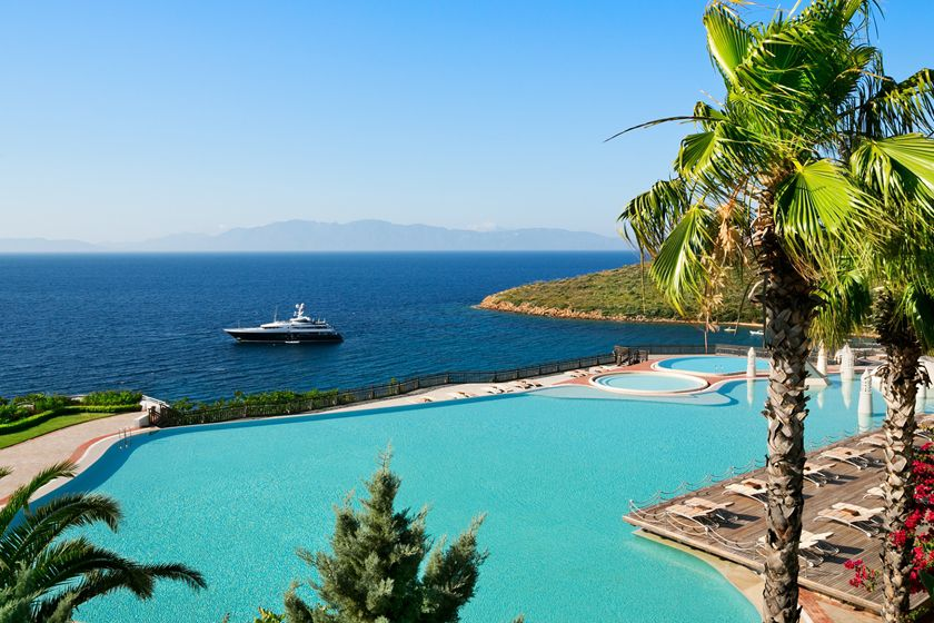 Outdoor pool at Kempinski Hotel, Barbaros Bay