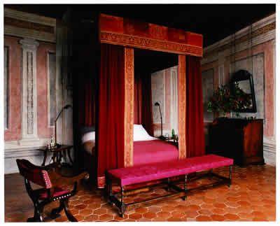 Seigneur d'Albion deluxe room, Chateau de Bagnols